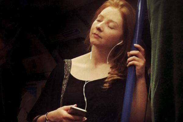 Pasajeros del Metro de Londres convertidos en bellos retratos renacentistas