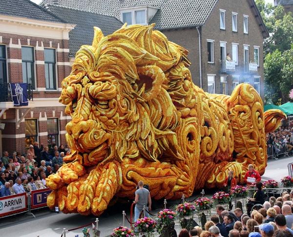 10 Monumentales esculturas de flores en el mayor desfile floral del mundo, en Países Bajos