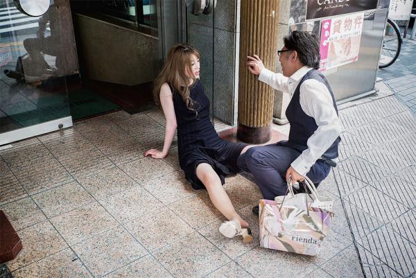 Serie fotográfica que muestra a japoneses vencidos por el alcohol en pleno día