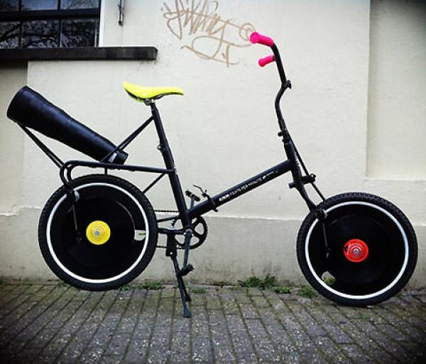 Reproduce tus vinilos en las ruedas de tu bicicleta