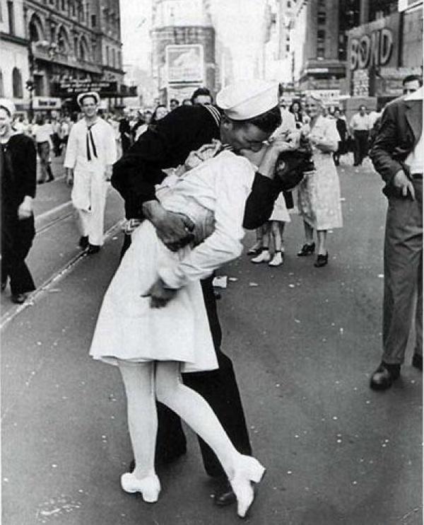 La curiosa historia del beso de Time Square