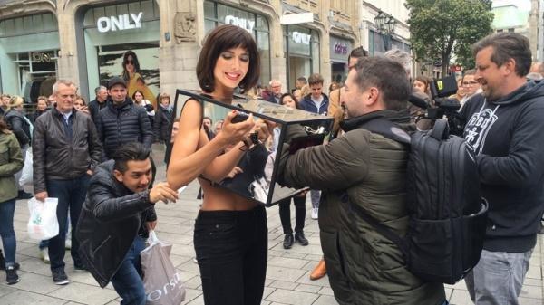 Una activista es detenida en Londres por permitir que le toquen los genitales