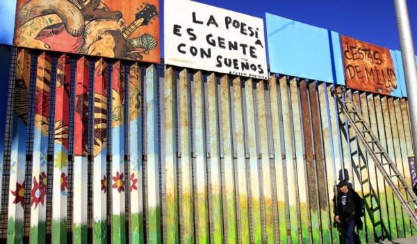 800 artistas humanizan con su arte el muro que separa México Y Estados Unidos