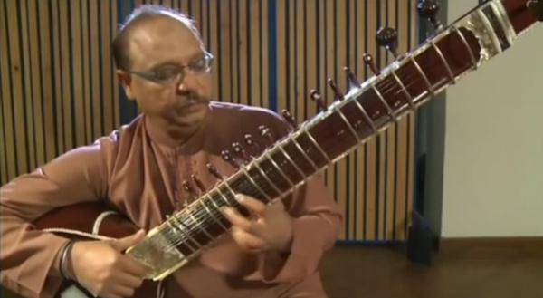 Músicos paquistaníes interpretan una increíble versión del