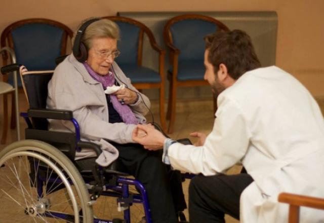 Música para despertar: El maravilloso proyecto para mejorár la vida de los enfermos de Alzheimer [Vídeo]
